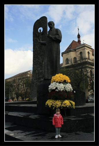 Shevchenko monument (every town has one) and Audj